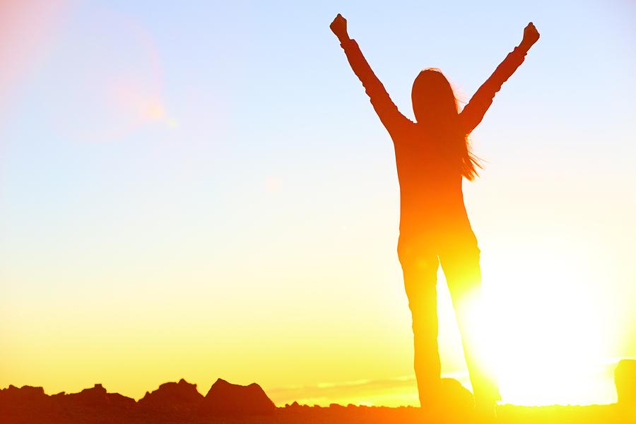 Vrouw is positief en is dus blij, ondanks Blue monday